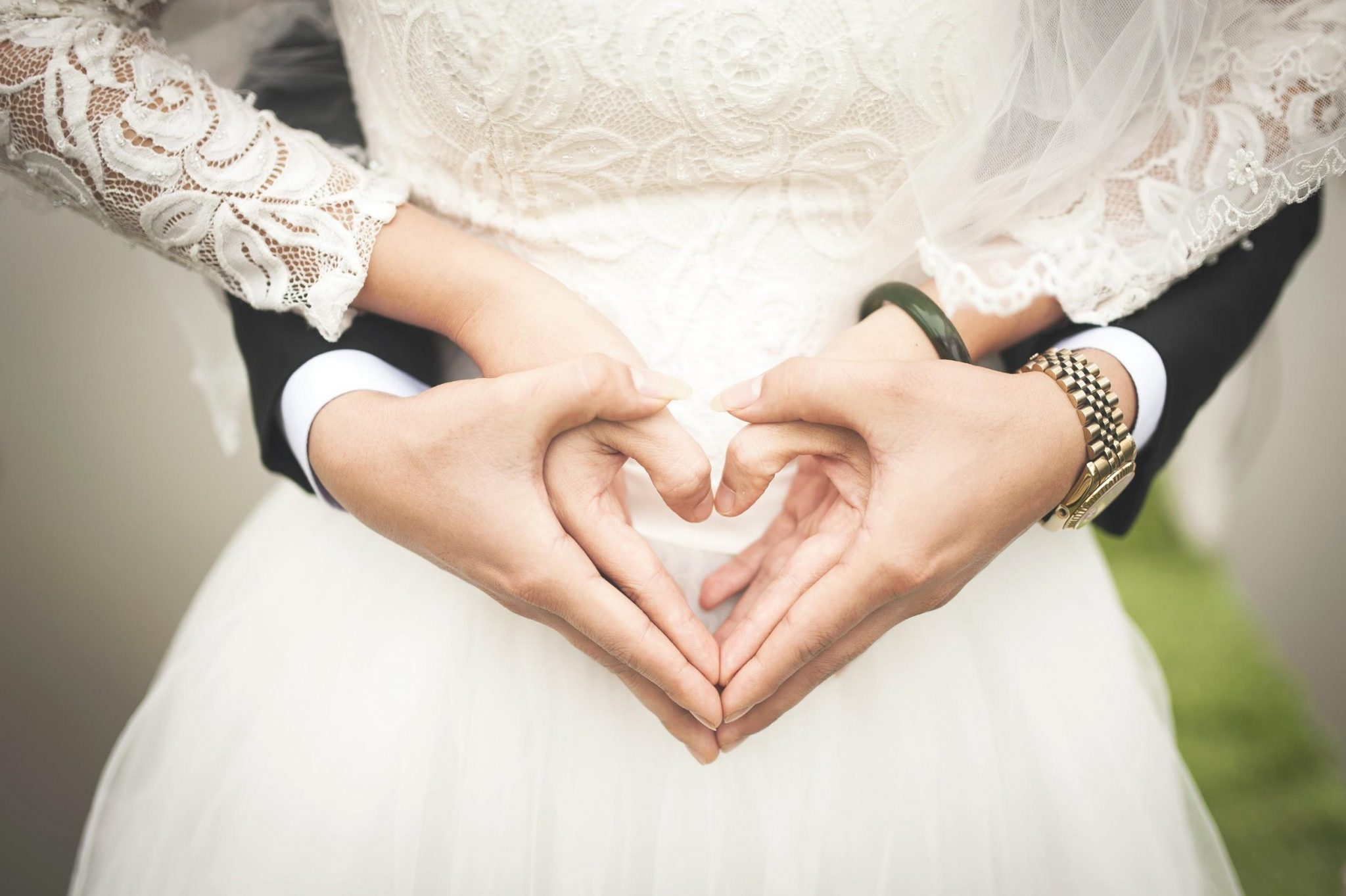 7 Tips for creating the ultimate wedding website in under an hour
